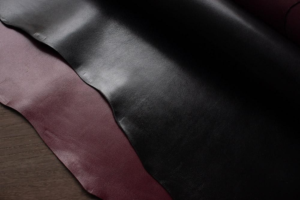 動物を専門とする老舗革問屋が手がける国産のゴートスキンを使っています。
