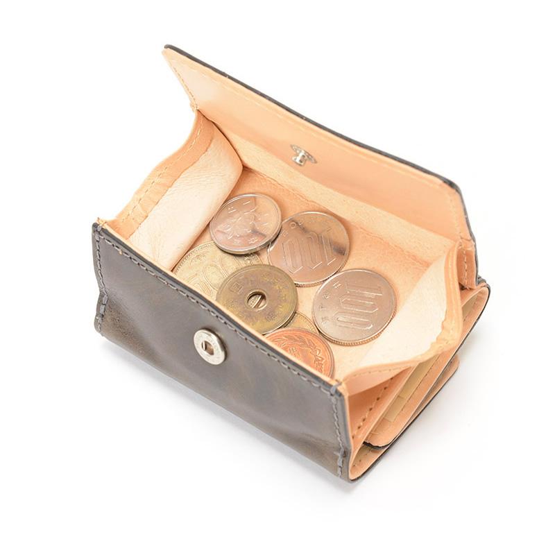 1万円ジャストサイズの札口と、ボックスタイプの小銭入れを持つ、ミニ財布です。女性にも扱いやすいサイズです。