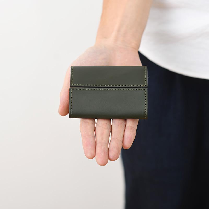 micで最も小さいお財布。カードもお札も小銭もきちんと収納