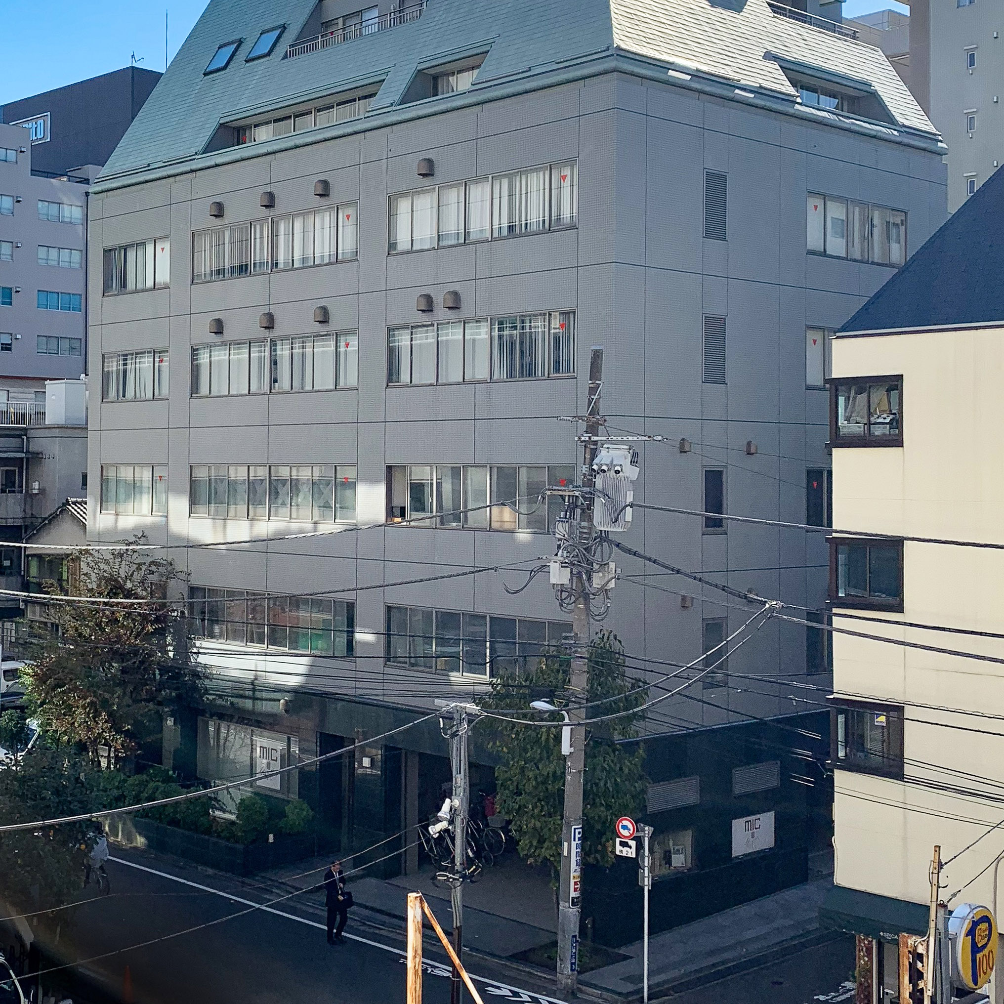 台東区東上野にあるラモーダヨシダ本社ビル