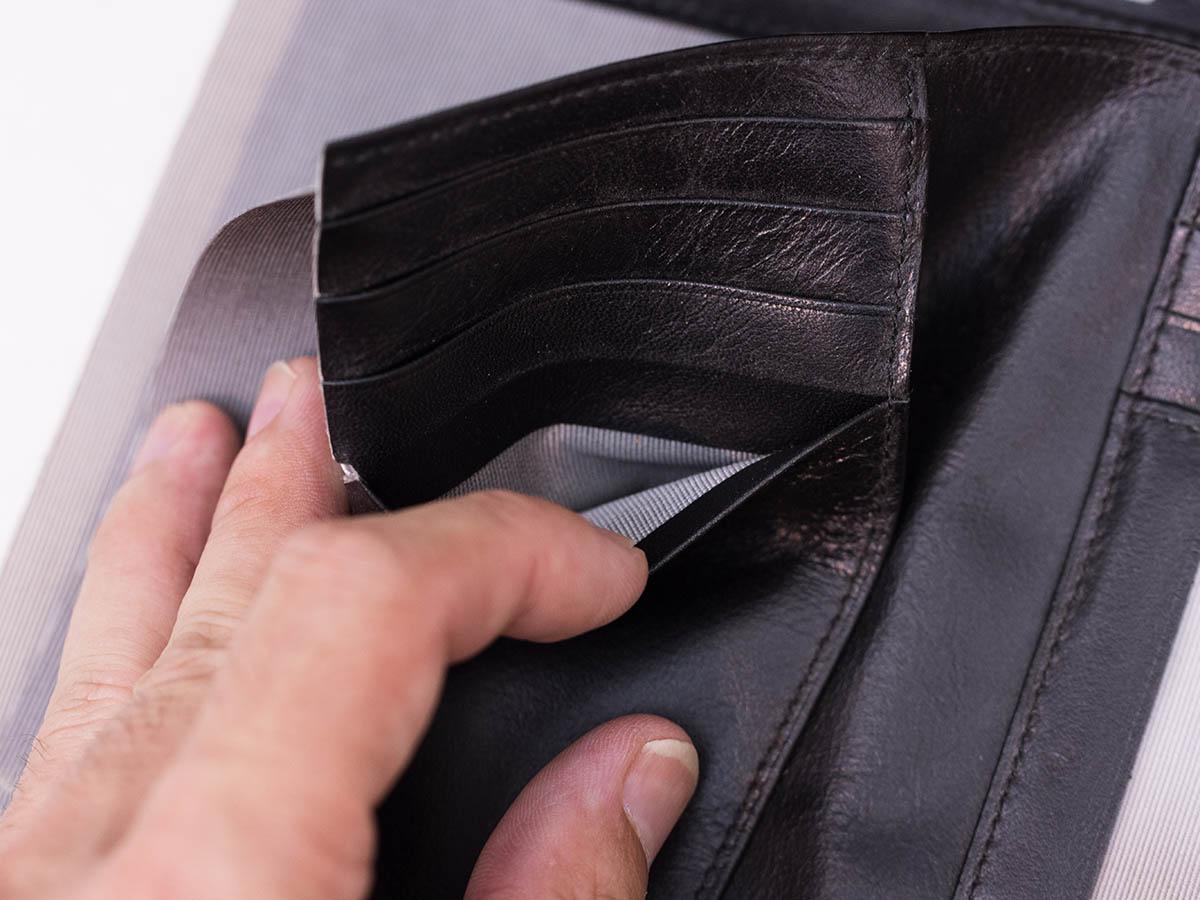 革財布のカードポケットの中