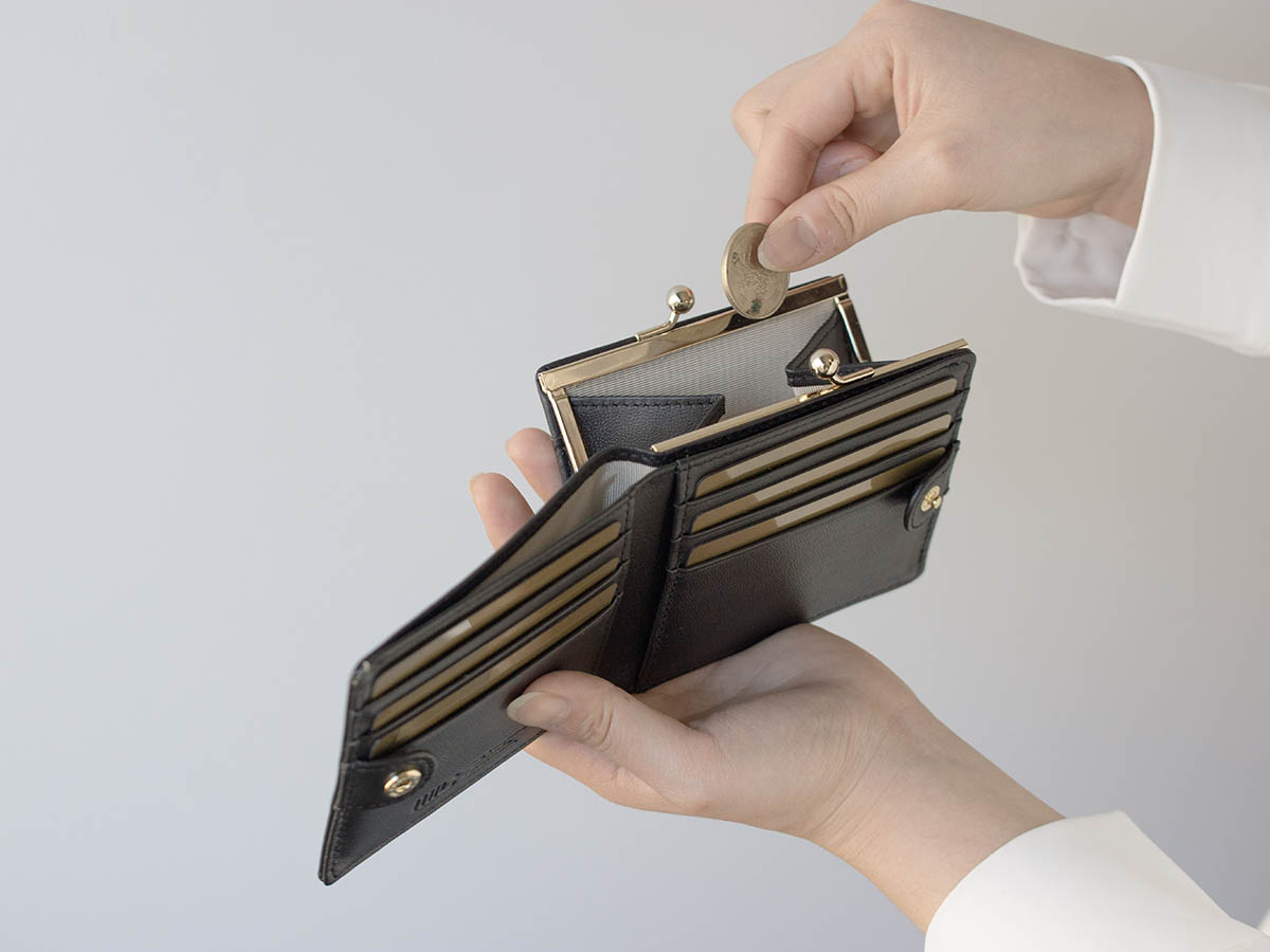 フェルモ 外がま口二つ折り財布_03